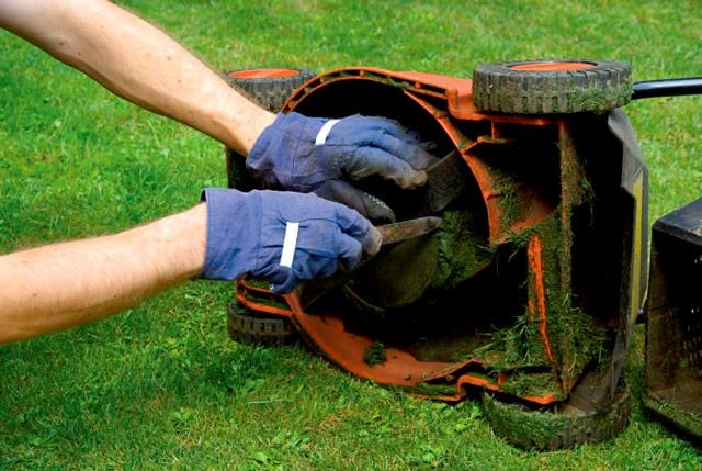 Чистка газонокосилки