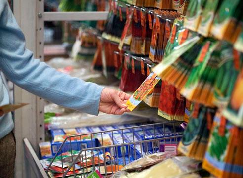 Выбор семян в магазине